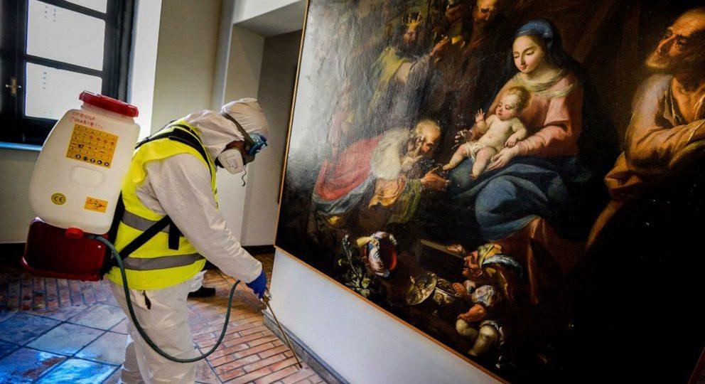 Desinfección ante el Covid19 en Napoles, Italia (Alessandro Pone LaPresse via AP)